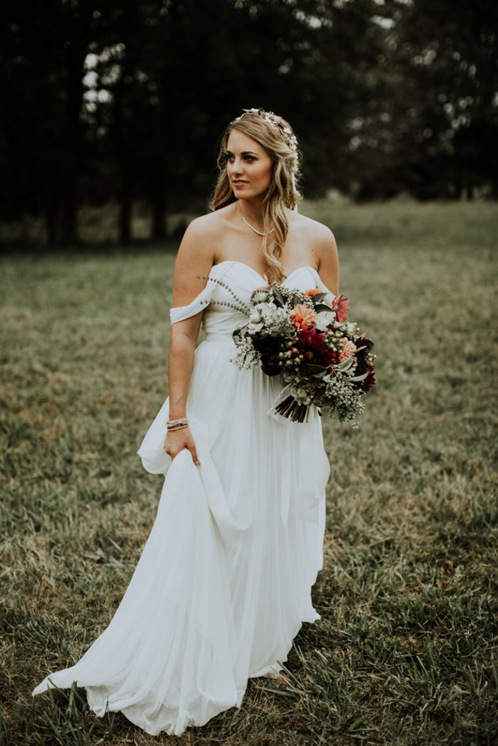 a flowy off the shoulder A line sweetheart neckline wedding gown for a simple and cute bridal look