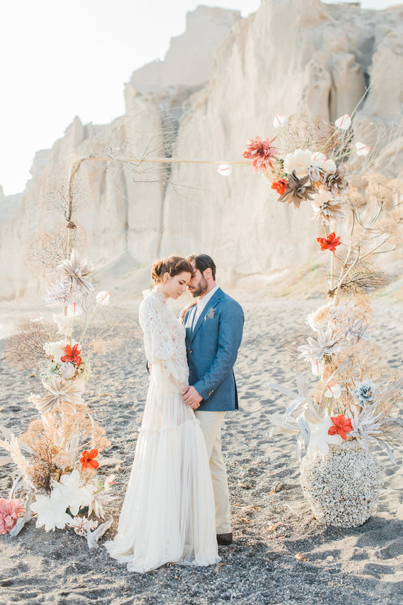 This amazing beach wedding editorial was done in non typical colors like coral and cream with touches of blue