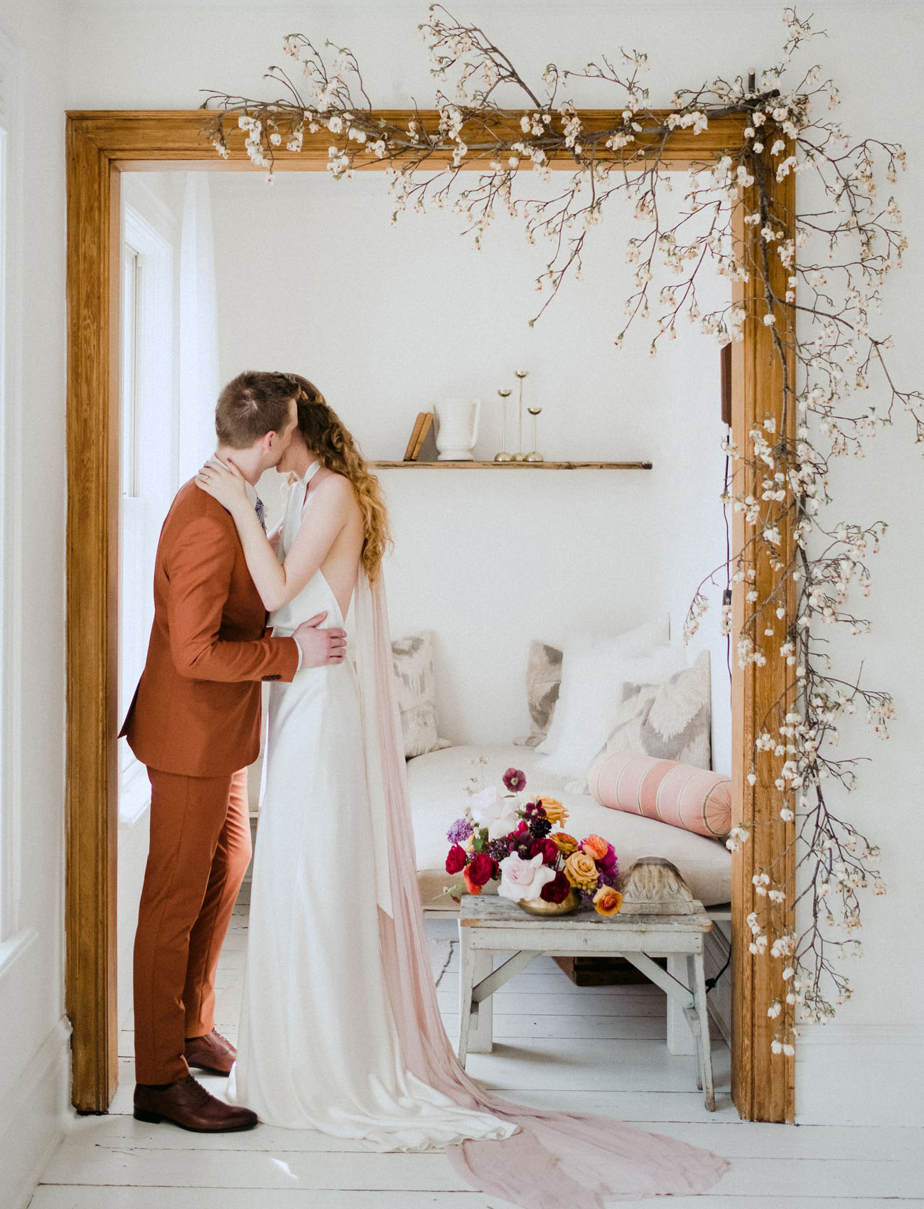 This wedding shoot is done in Scandinavian minimalist aesthetics with a bright Moroccan color palette