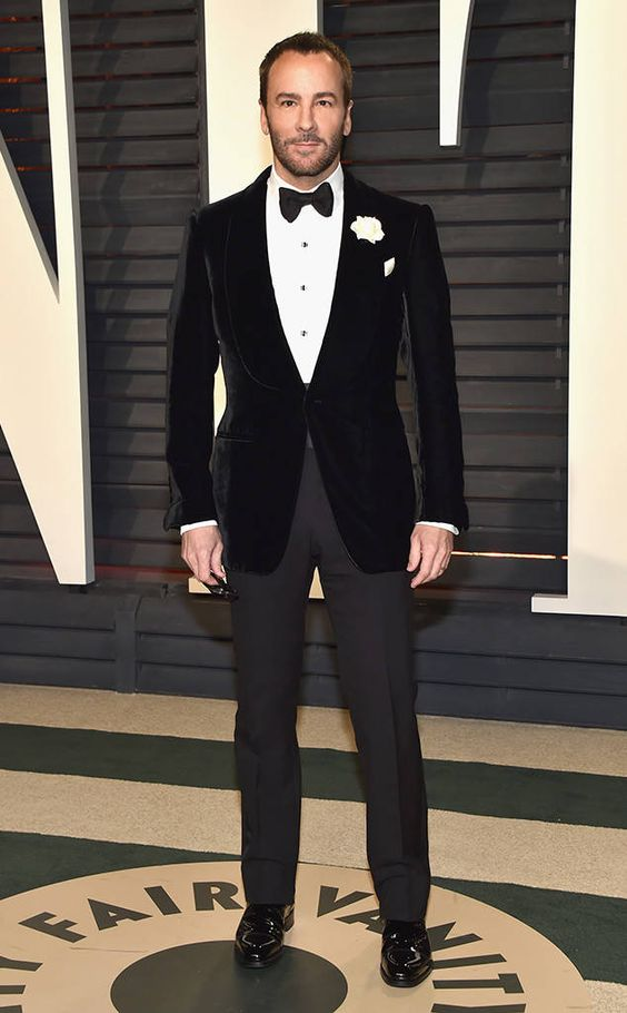 a black velvet tuxedo, a black bow tie and a shirt with black buttons for an elegant look