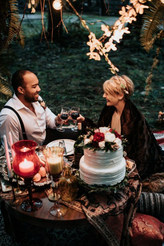 a boho fall lux picnic for two is a great idea for an eolpement or just to escape from your guests for some time