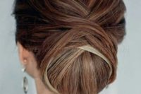 06 a low twisted very tight chignon guarantees a picture-perfect look for the whole day