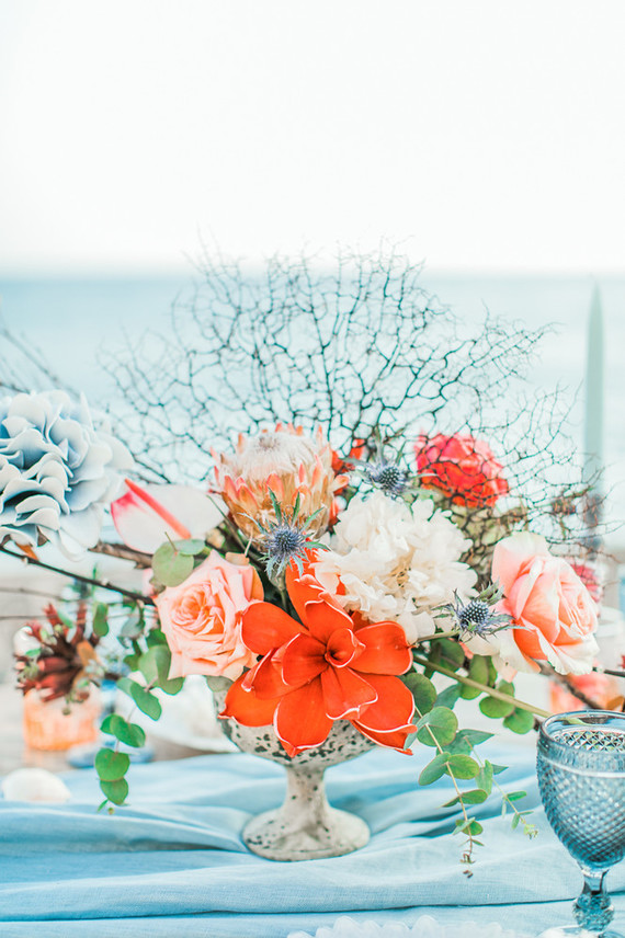 The florals for the shoot were very special and with a cool texture, in bold coral and blue shades
