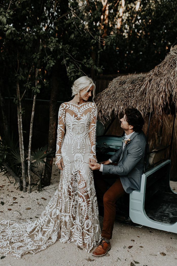 I totally love the dress and the whole bridal look perfectly polished in glam boho style