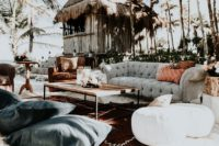 10 The wedidng lounge was an outdoor one, with elegant furniture and colorful rugs