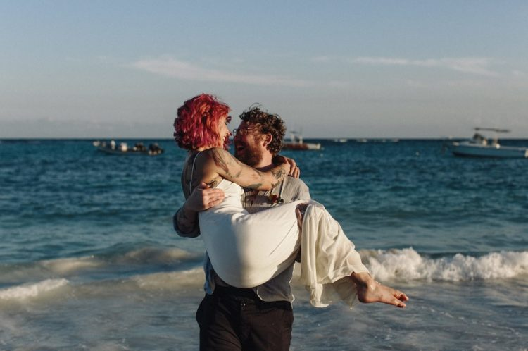The couple also went to the beach to make portraits and to enjoy the company of each other