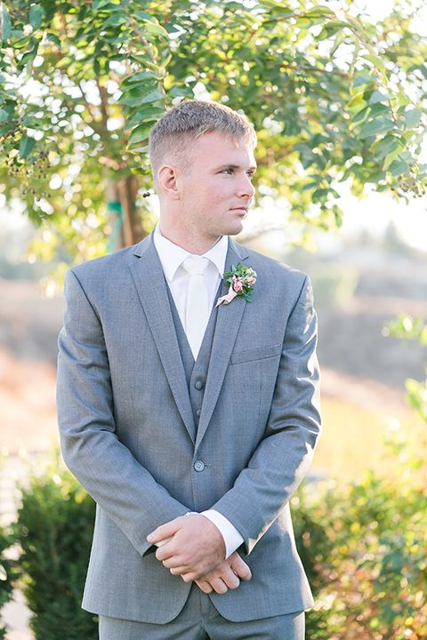 a grey three piece wedding suit, a white shirt and a creamy tie for a chic look