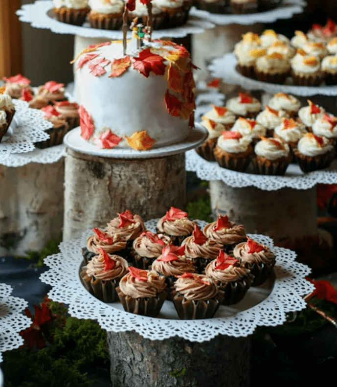 use Skurar candle dishes to display your sweets and wedding cakes in an original way