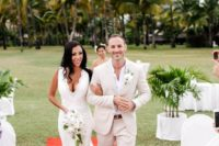 17 an ivory suit, a white shirt and an orchid boutonniere for an effortlessly chic tropical look