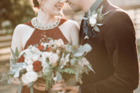 01 This beautiful couple decided to go for a modern witch winter wedding with a rich color palette