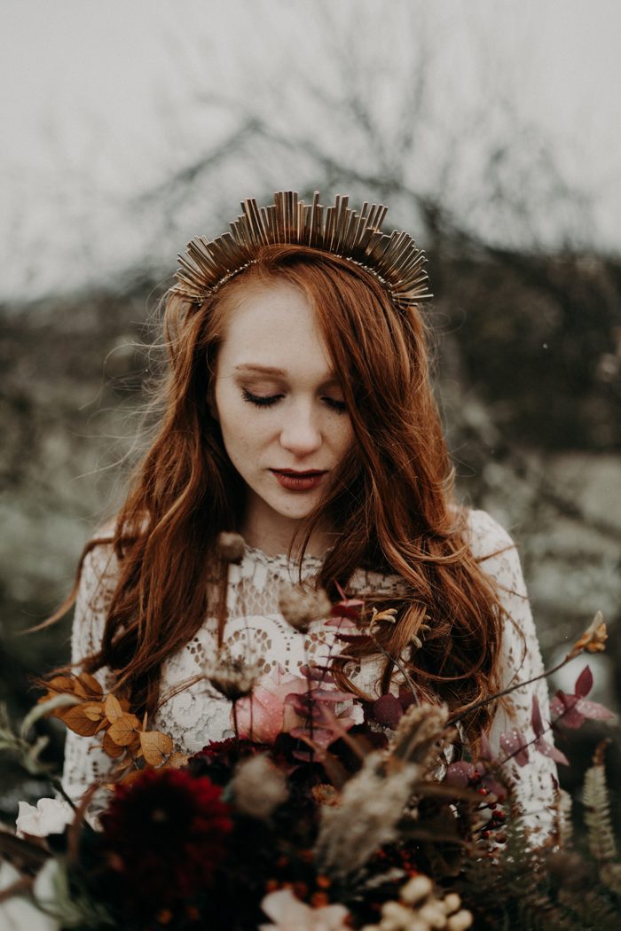 This wedding shoot is a fall boho one with lots of romance and a beautiful burgundy palette