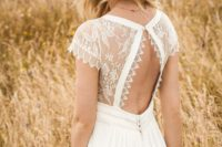 03 a boho A-line wedding dress with a lace cutout back and a brown hat for a stylish look