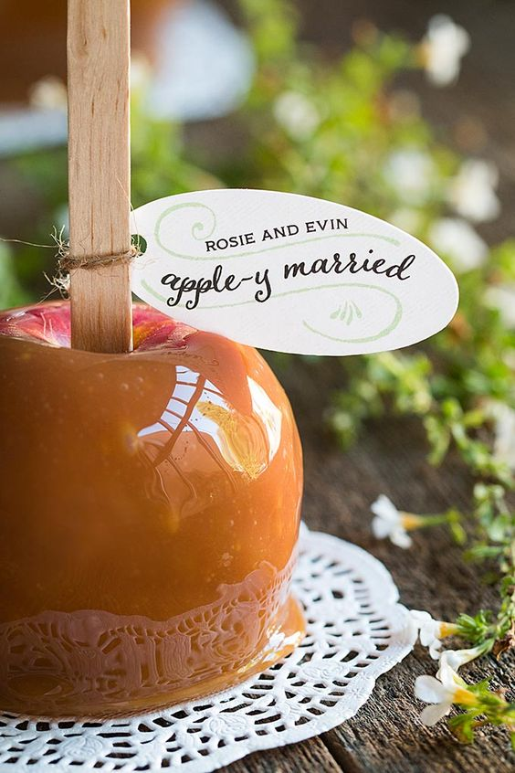 caramel apples embrace the season and make up amazing fall wedding favors