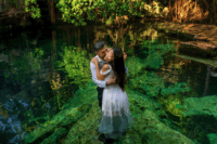 07 The couple went for underwater portraits in the lagoon