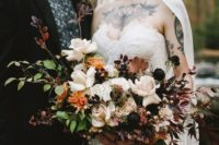 08 a gorgeous moody bouquet with white and almost black blooms, berries and burudungy leaves for a fall feel