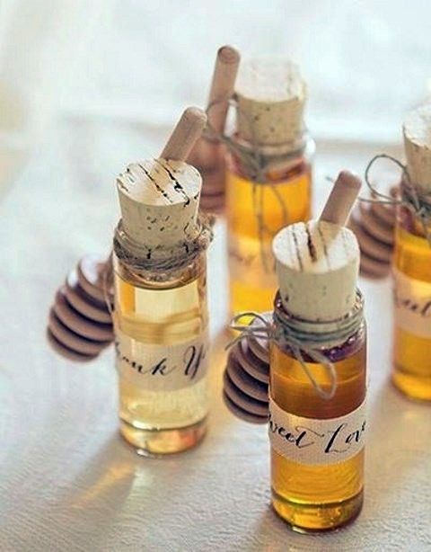 honey wedding favors in little jars with corks look very cozy and very fall-like