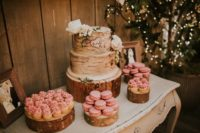 10 The wedding cake was a birch-inspired one, and pink macarons and cupcakes were also served
