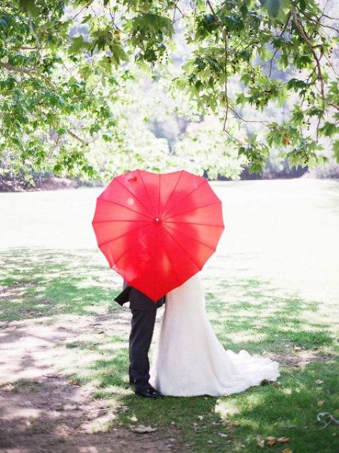 a heart-shaped red umbrella can be used for taking eye-catchy pics