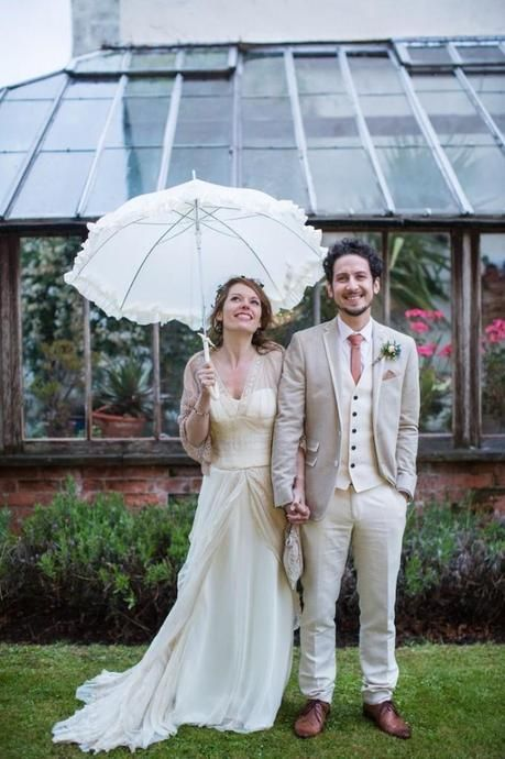 if your wedding is a vintage one, add ruffles to your umbrella to highlight the style