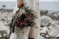 21 black leather boots for a coastal boho bride – they guarantee comfort if the coast looks like that