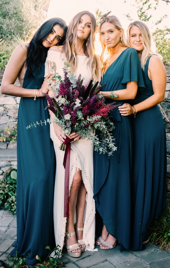 mismatched teal dresses of the same fabric look very chic and are suitable for a dark-colored wedding