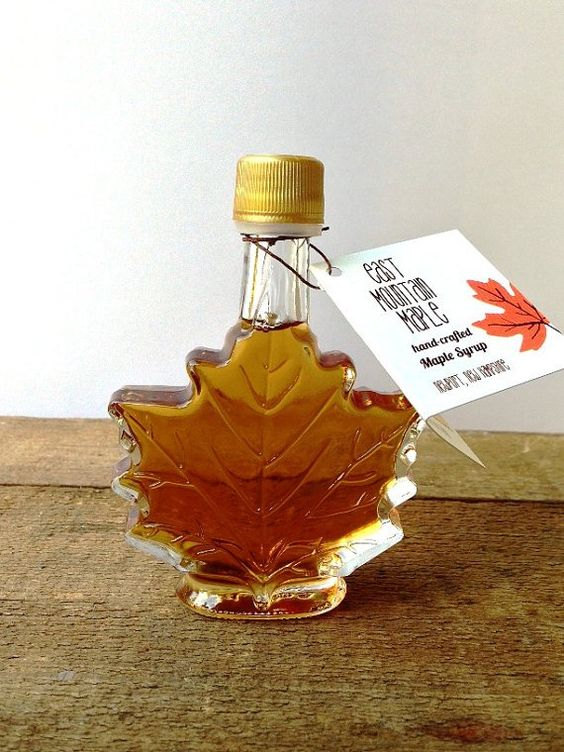maple syrup in a maple-shaped bottle is a great idea for an edible favor, for the fall or winter