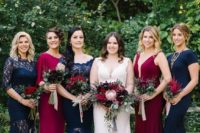 23 navy and fuchsia maxi dresses with lace inserts highlight the white dress of the bride very well