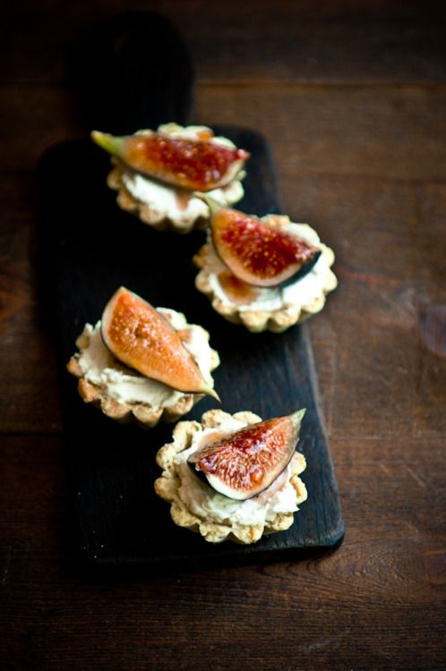 fig, mascarpone and pistachio tartlets are amazing for fall desserts