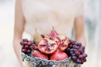 25 a silver bowl with pears, grapes and pomegranates is a fail-prrof idea for a fall wedding