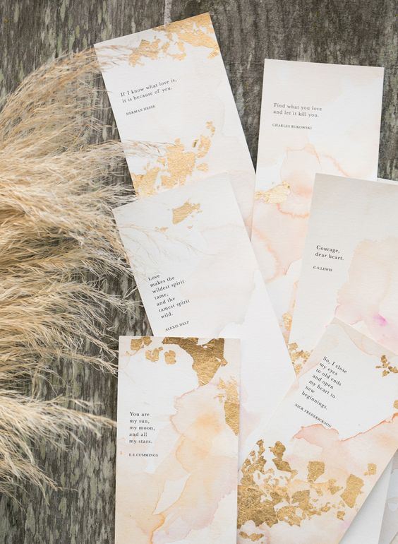 imperfect gold foil invites look very chic and cool and a marble effect makes them trendy