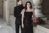 06 a total black look with a suit, shirt and a tie to match the bridal look