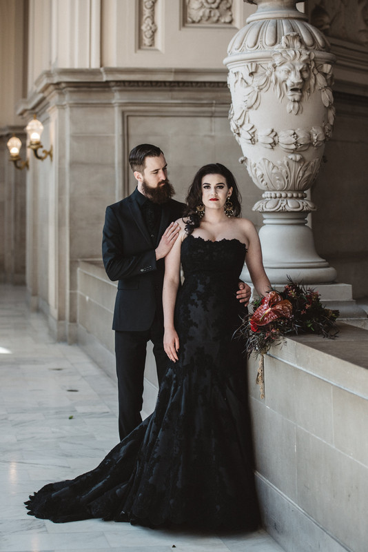 a total black look with a suit, shirt and a tie to match the bridal look