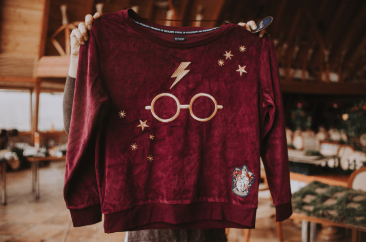 Herry Potter shirts were offered to the bridesmaids