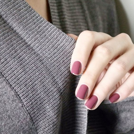 mauve manicure is a great idea to embrace the season and make a soft and muted colorful statement