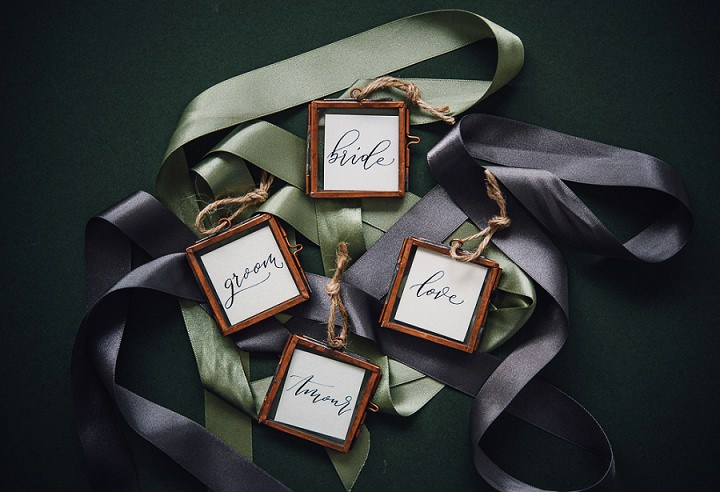 The wedding cards were in copper frames with twine, which is a bright alternative for usual ones
