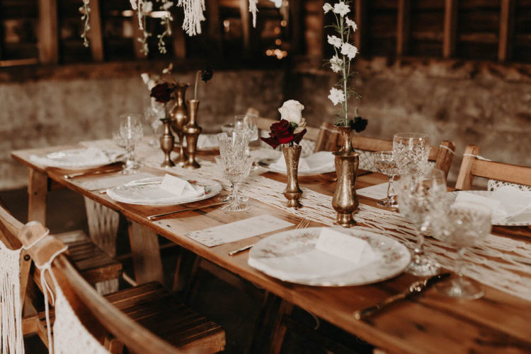 Gilded vases and dark and white blooms added elegance to the decor