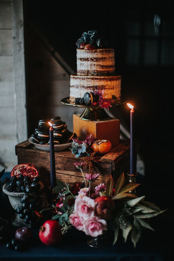 highlight your wedding cake placing it higher than all the other desserts and add candles