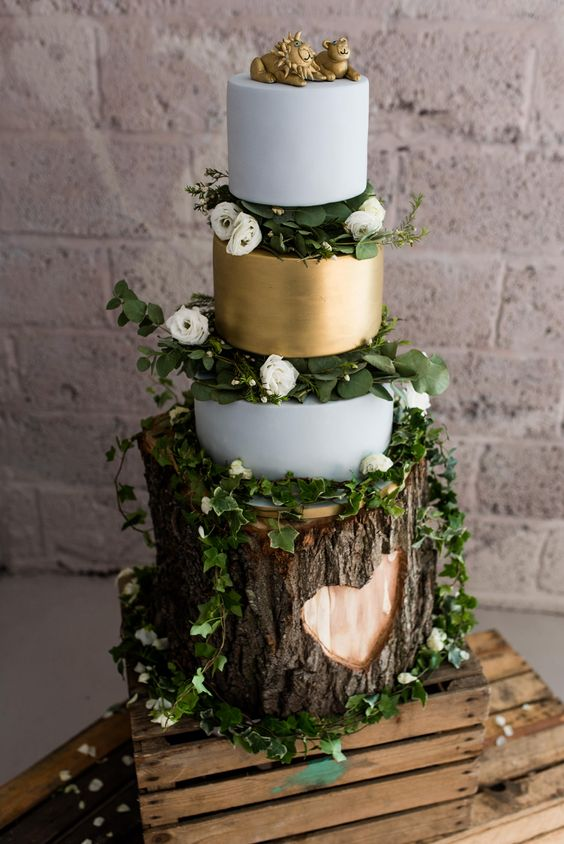 consider your wedding theme and match the stand to it, like here - a tree stump stand for a rustic wedding