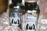 22 witches' brew favors filled with your favorite alcohol are a simple and cool idea for Halloween