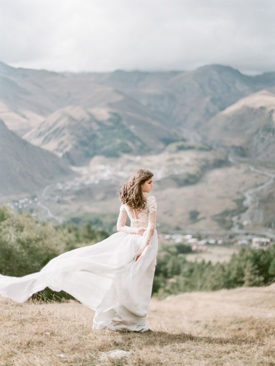 a flowy wedding dress will look amazing on a windy day and will provide you with wow pics