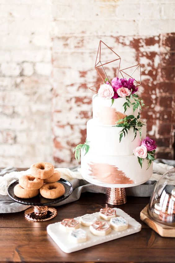 display your cake at its best and place it higher than the other sweets you serve