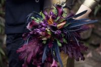 24 a super bold wedding bouquet with fuchsia and black feathers for a dramatic touch