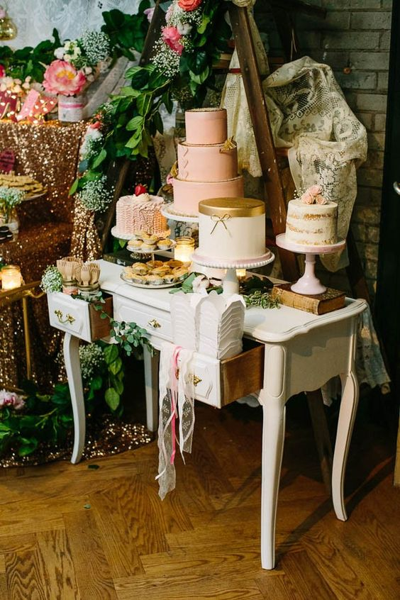 if there are several wedding cakes, place them at different heights, the largest one the higher than the rest