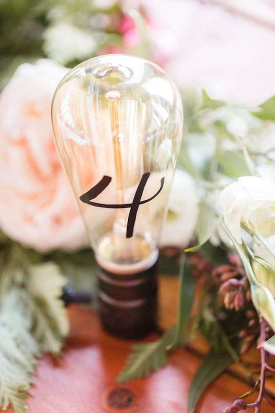 vintage light bulbs with table numbers are a great idea to make a stylish accent