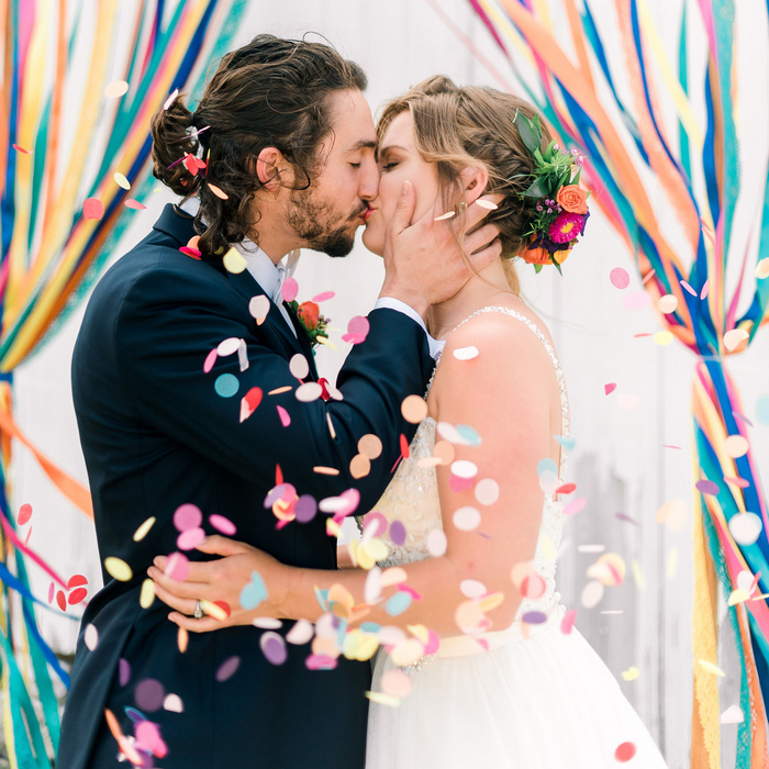 This colorful wedding shoot took part outdoors, in a farm, and was filled with bright shades and elegant touches