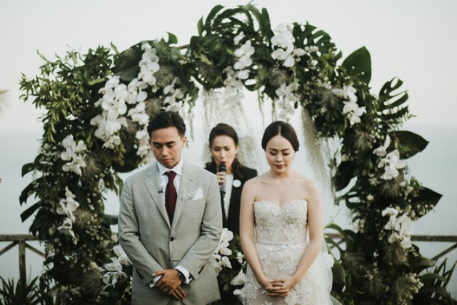 This refined and elegant tropical wedding was in Bali and was done in green and white