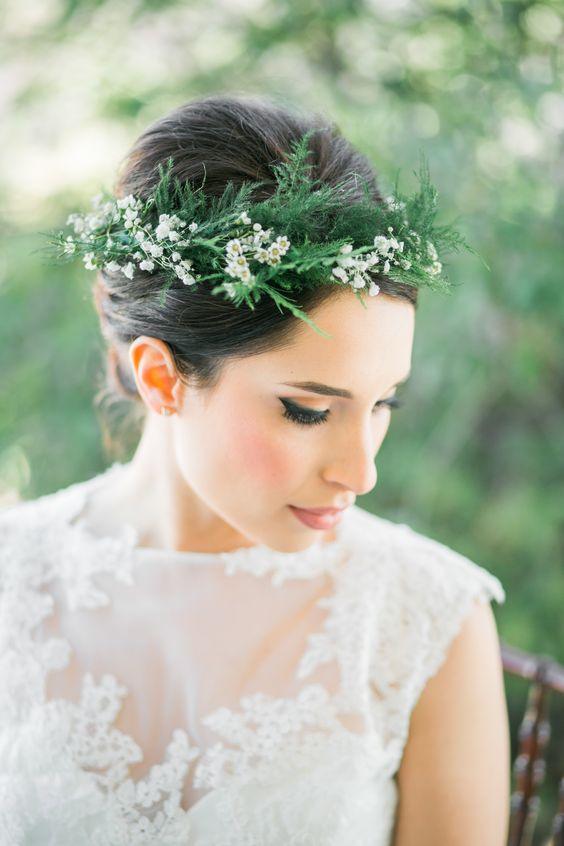 a chic fern crown with little white blooms is an elegant and fresh idea for any bride