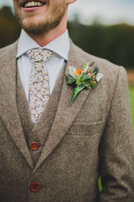 a light beige three piece tweed suit, a matching floral necktie for a vintage feel