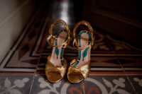 04 Here are the bride's Gucci gold heels with snakes printed inside