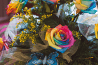 05 What a beautiful decoration of rainbow roses